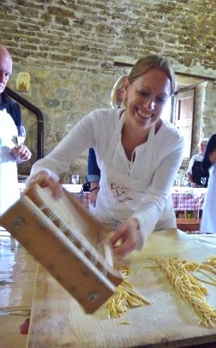 Shaking the pasta free