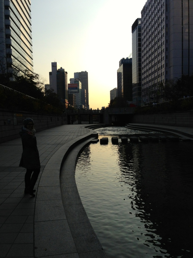Cheonggyecheon early in the morning